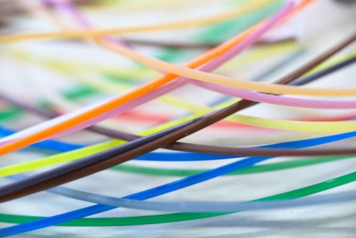 «МегаФон» проложит 10 000 километров оптоволокна, но россиянам это не поможет